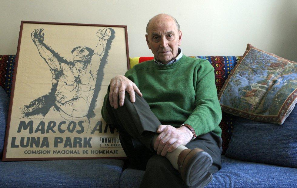 Marcos Ana, en su vivienda de Madrid, en 2009.