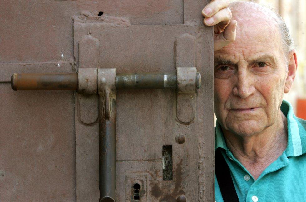 El poeta salmantino Marcos Ana fotografiado en la cárcel de Ocaña, una en las que estuvo preso., en una imágene de 2006. Foto: Luis Magán