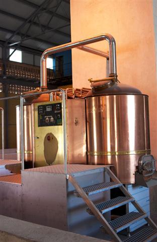 Los austriacos montaron la base de la fábrica de cerveza, pero toda la tubería de cobre y acero inoxidable fue montada por la parte cubana.