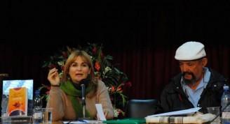 Escritor angolano Manuel Rui Alves Monteiro con la periodista Magda Resik / Fotos Alexis Rodríguez