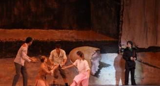 Baile inspirado en la pintura de Arturo Montoto El pobre y el rico.