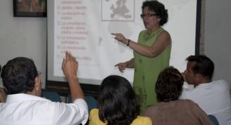 """la profesora e investigadora cubana Hilda Saladrigas, en el marco del III Diplomado Internacional """"Medios para comunicar el Patrimonio"""". Sobre el desarrollo de los estudios comunicativos a nivel mundial, la Doctora en Ciencias de la Comunicación Social explicó que son Estados Unidos, Europa y América Latina las zonas de más intensa investigación en el campo; mientras que en África y Asia las producciones de conocimientos en este sentido aún resultan escasas / Foto Nadia Herrada"""