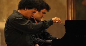 Con la Basílica abarrotada de público, no pudo tener mejor cierre esta cita que la presentación de dos destacados jóvenes pianistas de la Isla: Aldo López-Gavilán y Harold López-Nussa / Foto Néstor Martí