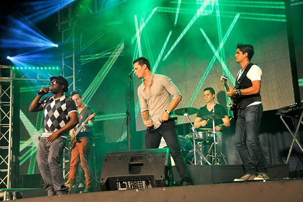 Reconocidos músicos, como Leonis Torres (al centro), dedicaron su arte al medio siglo de vida de la Unión de Periodistas de Cuba.Autor: Roberto Suárez
