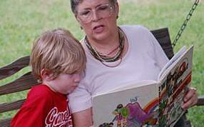 abuela contando cuentos