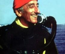 Jacques Cousteau en una de sus numerosas expediciones