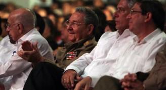 Raúl Castro en la Gala Homenaje a los 5 Héroes, tras 15 años de injusta condena. Foto: Ismael Francisco/Cubadebate.