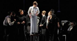 "Escena de ""Ana Karénina"", obra que inauguró el 15 Festival Internacional de Teatro de La Habana"