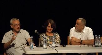 El Doctor Eusebio Leal Spengler, Historiador de la Ciudad; Moraima Clavijo, actual directora del MNBA; Abelardo Mena, autor del ensayo introductorio, durante la presentación del texto