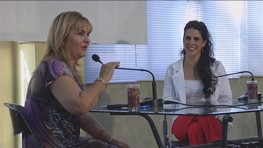 Irene Rodríguez junto a la periodista Magda Resik
