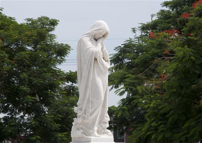 Escultura del Cementerio de Bayamo