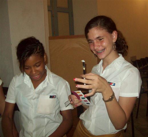 Jóvenes entusiasmados con el Taller