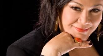 La dominicana Maridalia Hernández fundadora de la Orquesta 440 del músico Juan Luis Guerra, invitada a Voces Populares