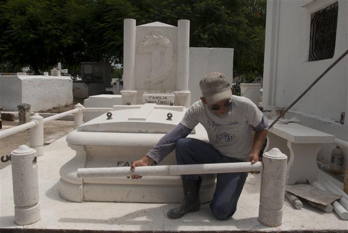 Restauraciones en el Cementerio de Bayamo