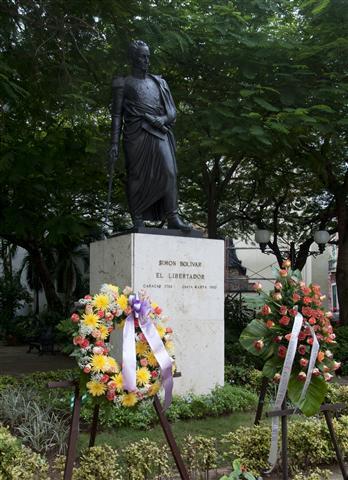 Ofrenda floral a Bolívar