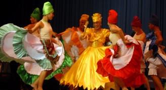 Actuación del Ballet Folklórico de Camagüey en el Teatro Principal, donde presentó algunas de sus creaciones más emblemáticas en homenaje al aniversario 20 de su fundación, en Camagüey Cuba el 8 de septiembre de 2011. AIN FOTO/ Rodolfo BLANCO CUE