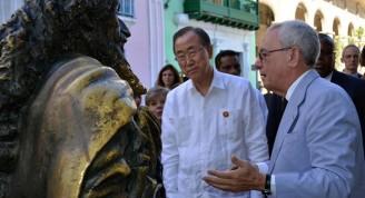 El Secretario General de la Organización de Naciones Unidas Ban Ki-moon, El ilustre visitante, quien se hizo acompañar por su esposa Ban Soon-taek, se detuvo en espacios de especial atractivo como la Basílica Menor del Convento de San Francisco de Asís, la estatua del mítico Caballero de París, símbolo habanero