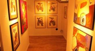 Exposición del artista en una galería de Chicago