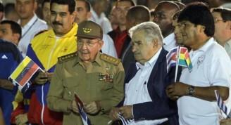 los-presidentes-de-venezuela-nicolas-maduro-i-de-cuba-raul-castro-d-de-uruguay-jose-pepe-mujica-2-d-y-de-bolivia-evo-morales-_595_434_1041319