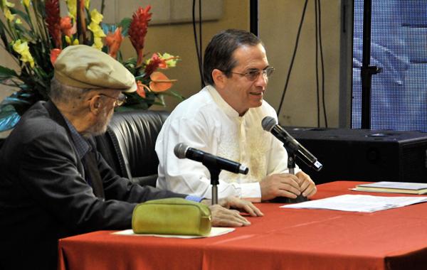 Ricardo Patiño, canciller de la nación andina, presentó el volumen Ecuador: De Banana Republic a la No República, del presidente Rafael Correa.Autor: Roberto Suárez