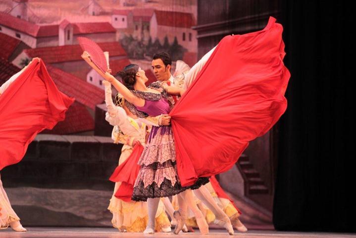 Alfredo Ibàñez  y Jessie Domìnguez internpretan en Don Quijote, los papeles de Espada y su amante Mercedes