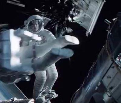 """Figura: Escena de la película """"Gravity"""" donde se muestra el impacto de los  escombros espaciales."""