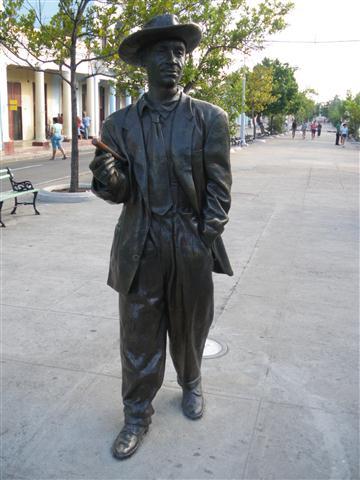 Escultura de Benny Moré en el Prado cienfueguero (Small)