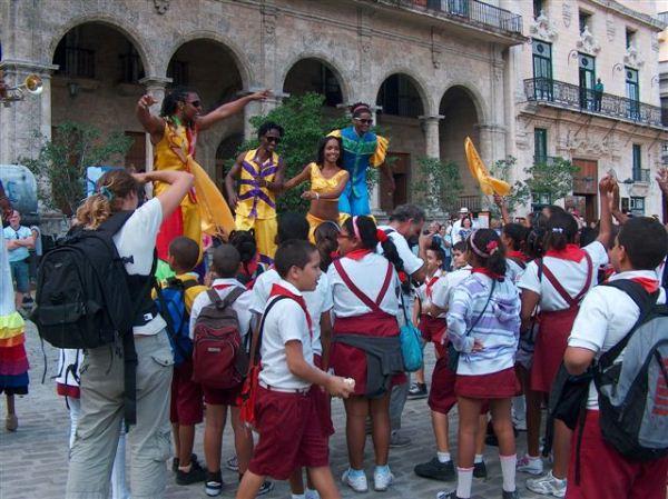 Niñas-y-niños-en-la-Habana-Vieja-Cuba-2
