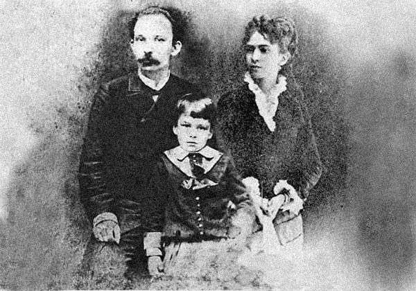 De izquierda a derecha: José Martí, José Francisco Martí y Carmen Zayas Bazán.