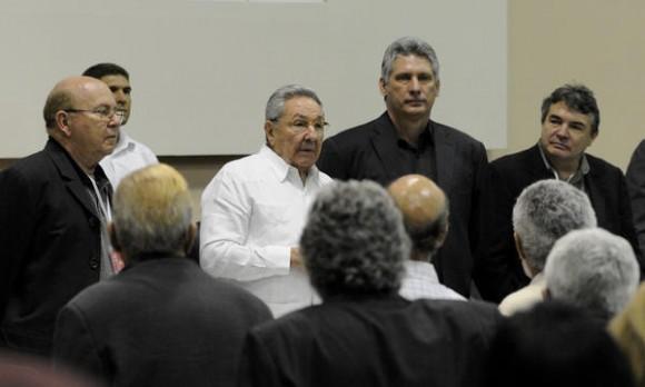 Raúl-en-Congreso-de-la-UNEAC-580x348