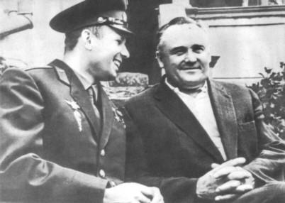 Yuri Gagarin y Serguei Korolev