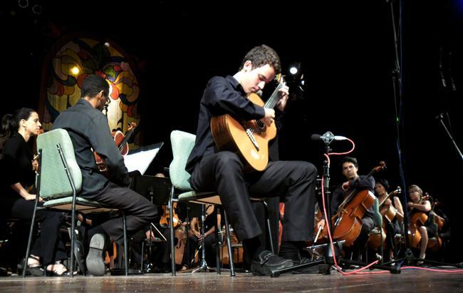 alexander alvarez junto a la orquesta sinfonica nacional (Custom)