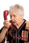 9258802-la-anciana-habla-por-telefono