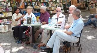 """Luis Carbonell en la presentación de nuestro libro """"Deja que te cuente de Bola"""". Plaza de Armas, 2011"""