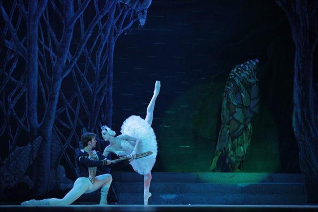 Momento en que se encuentran el príncipe Siegfried,y Odette. (Custom)
