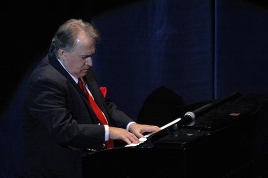 reconocido pianista Frank Fernández ofreció concierto inaugural