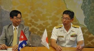 Embajador de Japón en Cuba y Contraalmirante Hideku Yuasa