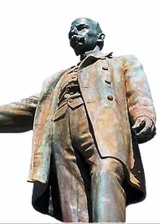 Aquí se observa parte de las afectaciones ocasionadas a la pátina original del Monumento.