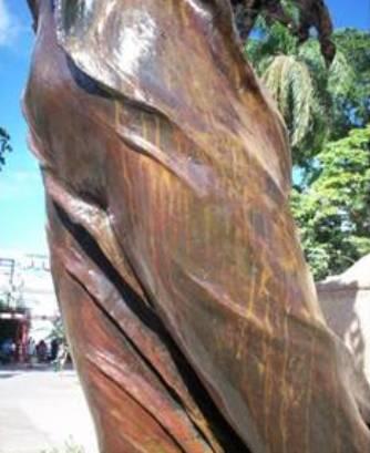 Torso de La Libertad, uno de los elementos más dañados del Conjunto Escultórico.
