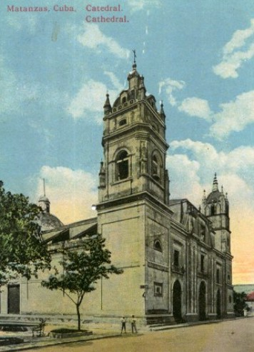 Véase sus dos torres, la una perteneciente al estilo barroco español y la segunda, morisco.