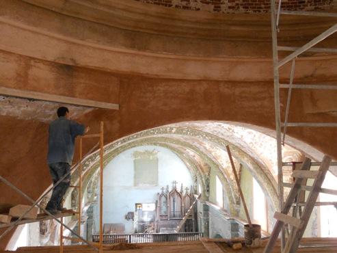 Trabajadores del sector no estatal asumen la restauración. FOTO CORTESÍA OBISPADO DE MATANZAS