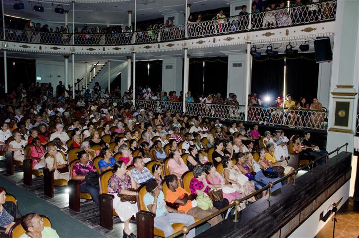 concierto augusto enriquez en el teatro martí público (Small)
