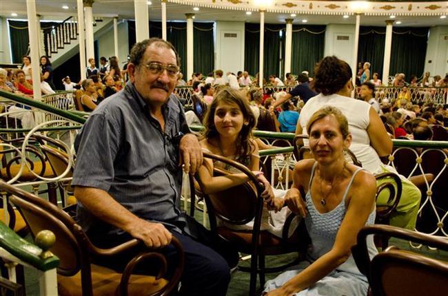 concierto augusto enriquez en el teatro martí una de las familias ganadoras (Small) (Custom)