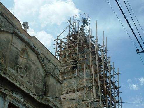 Intervención de la torre norte, una de las más afectadas ante los efectos de los eventos meteorológicos. FOTO RADIO 26.