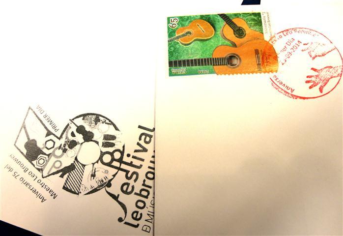 El sello muestra la guitarrra Paco Marín de alto valor para Brouwer