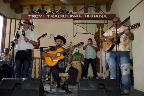 Eliades Ochoa en la Casa de la Trova de Santiago de Cuba