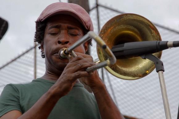"""Juan Carlos, """"el Trombón de Santa Amalia"""" y sus músicos abrieron el concierto. Foto: Alejandro Ramírez Anderson."""