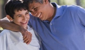 padre-hijo-abrazo-adolescente