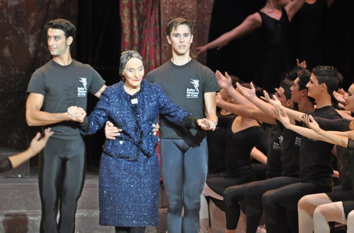 La prima ballerina assoluta cubana, Alicia Alonso, durante la inauguración del 24 Festival Internacional de Ballet de La Habana, en el teatro Karl Marx