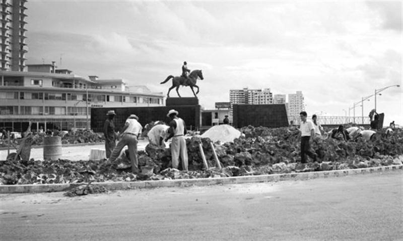 44208 1959 jun12 plantando árboles en Malecón y G (Small)